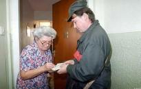 Posta: az Erzsébet-utalványok kilencven százalékát már megkapták a nyugdíjasok