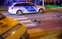 Cserbenhagyásos balesetben elgázoltak egy anyát a gyermekével a Balatoni úton