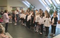 Minikoncert volt a Rozgonyi-iskolában