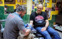 Tetoválással az életért