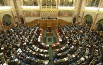 Az Országgyűlés kedden vitatja meg az alaptörvény-módosítást és a Stop Sorost