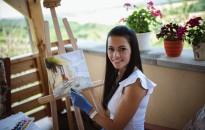 Divattervezés helyett festészet – Ráérzett a szabadság ízére