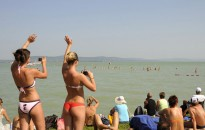 Balaton-átúszás - Főszervező: gyakorlott úszók vágjanak neki a távnak