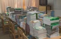 Megérkeztek a tankönyvek