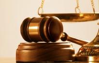 Közokiratot hamisított a bíró