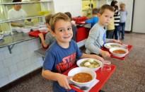 Dietetikus: kevesebb édességre, mogyorófélére és finompékáru van szükség a gyerekek étrendjében
