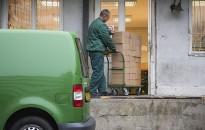 Felkészült a karácsonyi csomagforgalomra a Magyar Posta és a NAV