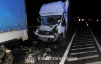 Kamionba futott egy kisteherautó az M70-es autóúton