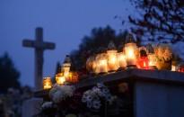 Halottak napja - A katolikusok az összes szentről és minden elhunytról megemlékeznek