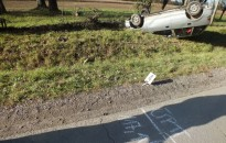 Elaludt a volán mögött, fejtetőn állt meg a suzukis nő