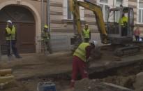 Jó ütemben haladnak a szakemberek az útfelújítási munkálatokkal a belvárosban