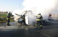 Lángoló jármű oltásánál készítették a hónap fotóját a katasztrófavédők