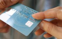 Méltánytalan a hitelkártyák és a folyószámlahitelek kamatának utólagos csökkentése