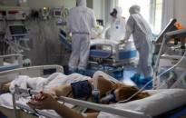 Koronavírus - Fejfájás, torokfájás, orrfolyás a delta variáns jellemző tünete
