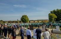 Felavatták az első kócsagőr, Gulyás József síremlékét Vörsön