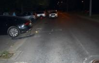 Szemüveges férfi, fehér városi terepjáróval parkoló autónak ütközött a Városkapu körúton – Keresik a rendőrök