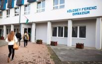 A gyerekek helyett irodájára költötte a pénzt egy fideszes iskolaigazgató Zalaegerszegen