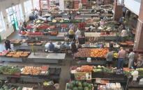 Egekben a zöldség- és gyümölcsárak a kanizsai piacon