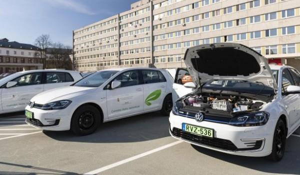 249 elektromos autót kapnak a kórházak